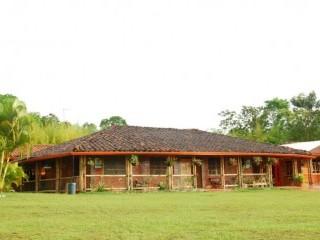Fachada completa Fuente Finca Villa Mariana Fanpage Facebook